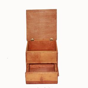 Cajita de madera con cajón abierta