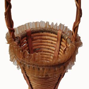Detalle cesta de mimbre con asa