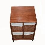 Parte superior mueble de madera con cajones de mimbre