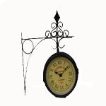 Reloj de pared en soporte de hierro