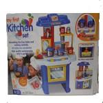 Mi primera cocina de juguete con utensilios.